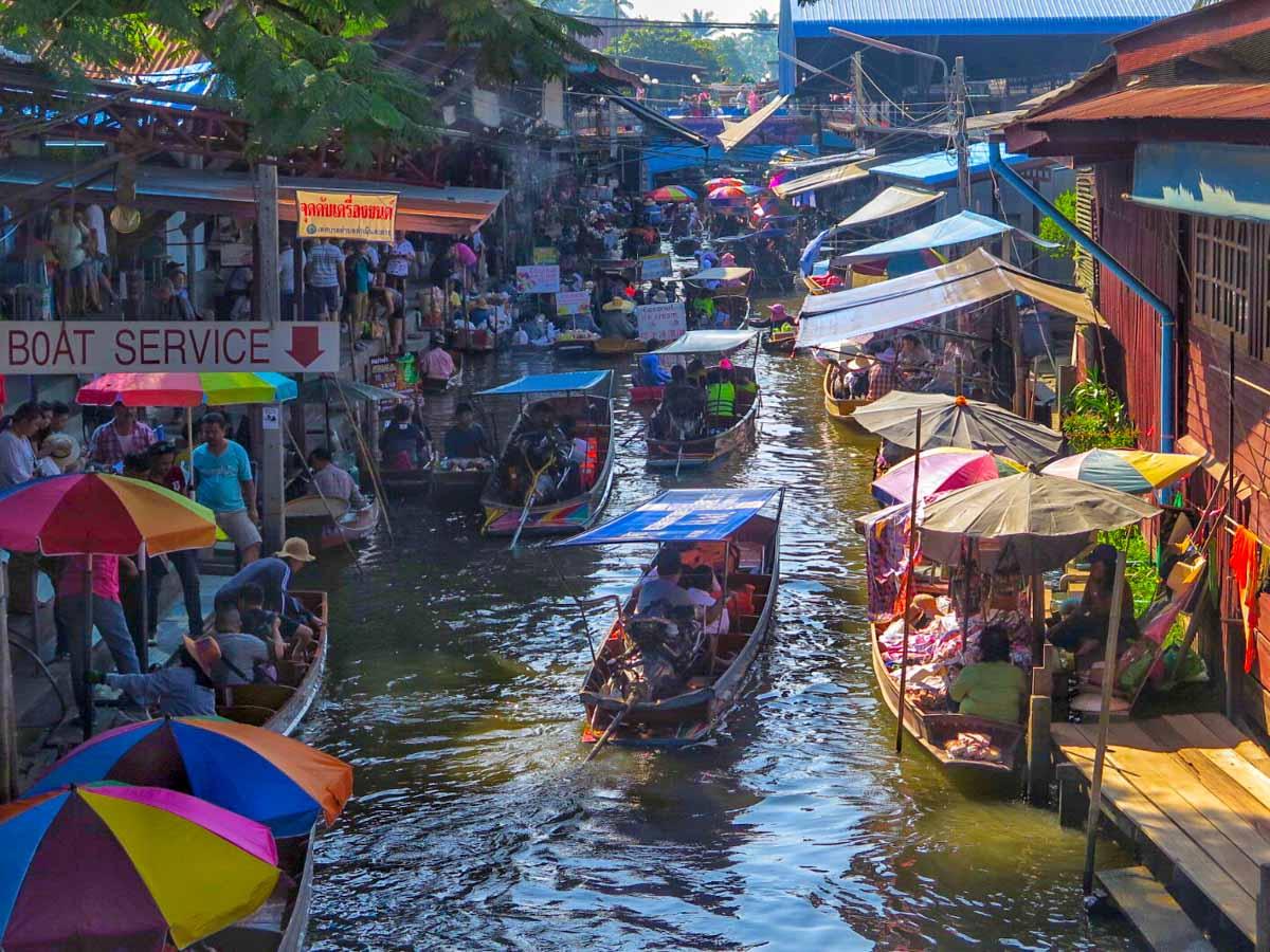 Mae Klong floating market