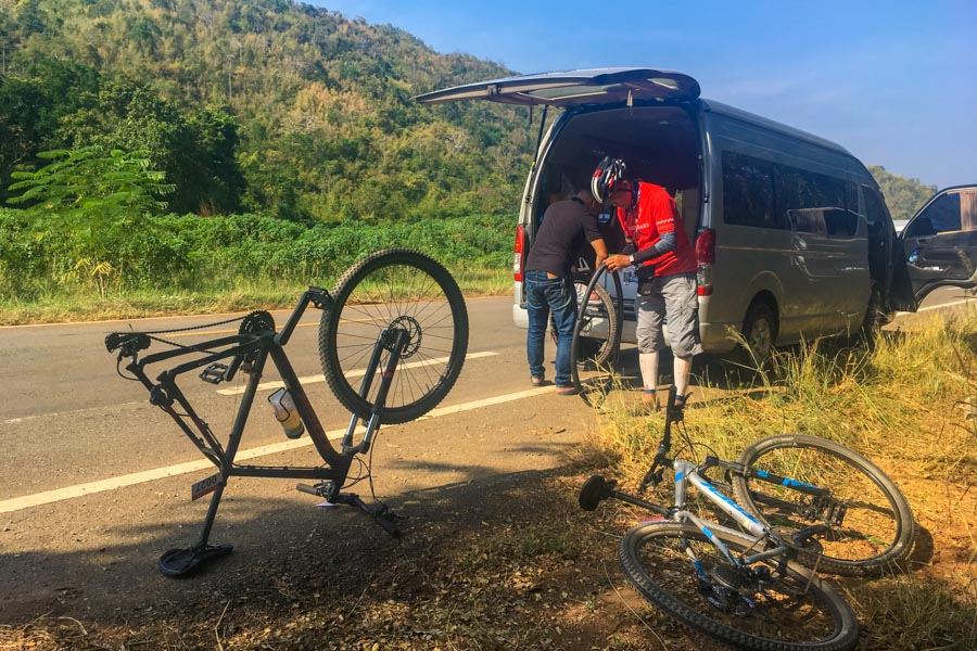A quick pitstop to change a punctured tyre