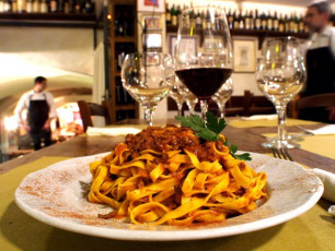 Food and wine blog post - tagliatelle al ragu © comune di bologna pasta