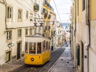 Lisbon tram - credit vali sachadonig