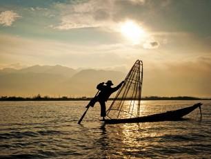 MY001 Highlights of Myanmar – Inle Lake Fisherman – © Grasshopper Adventures