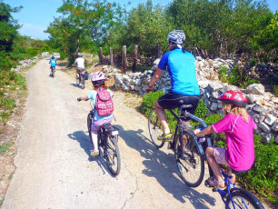 CR009 - Family Adventure Cruise South Dalmatia - Family Cycling