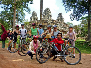ca002 family cambodia - Group by temple - © grasshopper adventures