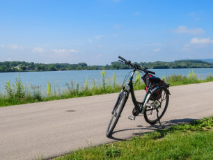 GE022 - Bike by Danube river