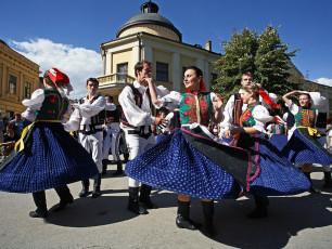AU022- Danube 6 countries - MS Theodor Korner- serbia_sremski_karlovci_folk.jpg
