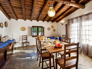 Cycling in paradise - Guesthouse dining room