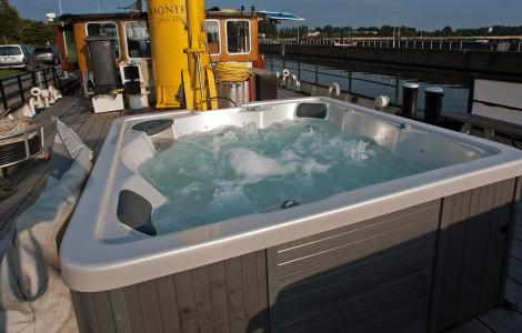 MS Magnifique - Hot tub