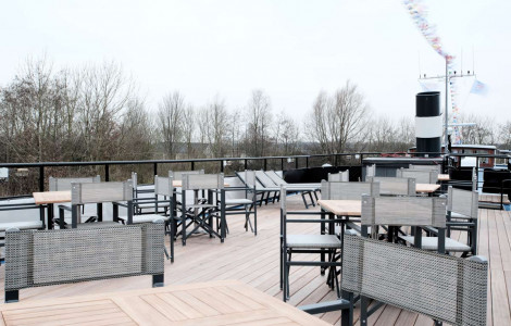 Magnifique III - Deck