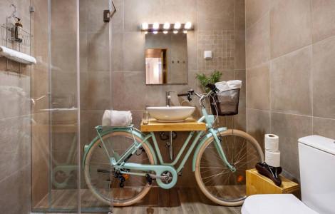 Ensuite bathroom to The Bike Room